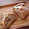ブーランジェリー タネ - 料理写真:野ぶどうとクルミのパン(320円/半分)