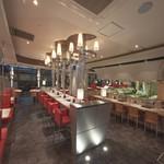 エイジング・ビーフ ワテラス - テーブル席とカウンター席があります。どちらも落ち着いてお食事ができます。