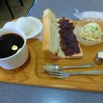どんぐり - 料理写真:ブレンドコーヒーとモーニングサービスBセット