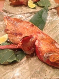 露瑚 - 醍醐味会席より、北海道網走産きんきの塩焼き