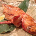 露瑚 - 醍醐味会席より、北海道網走産きんきの塩焼きです。