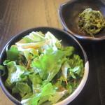ひとやす味 - 肉そば(780)の小鉢・サラダ