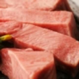 国産A5黒毛和牛と今流行の新鮮なホルモン(牛1頭買い)を堪能できる隠れ家的焼肉屋。