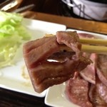 牛タンの店 赤間精肉店 - 仙台らしく切れ込みが入ってます