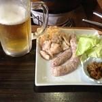 牛タンの店 赤間精肉店 - ビールセット1000円(本来はホルモンでなくつくね)