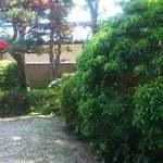カレーハウス JIB - カレー屋さんっぽくない、和風のお庭