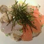 18836701 - 海鮮丼アップ!魚介の彩が美しい。