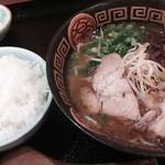 とら家 - 黒豚ラーメンセット850円