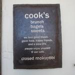 クックスカフェ&デリ - エンブレム古ぼけた味わいのある色がいいね