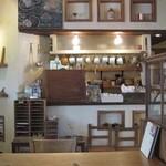クックスカフェ&デリ - コックピットへこの奥から夢のベーグルが登場する