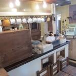 クックスカフェ&デリ - ランプの演出と木のぬくもりが可愛いカフェCCOK'S