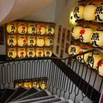 魚八&串八珍 - 「魚八」と「串八珍」の提灯が並んでいる