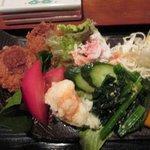 旨い屋清童 - キャベツのコロッケ 蟹サラダ ポテトサラダ ホウレン草のおひたし 野菜