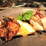 18843301 - 呑め呑め的おつまみ。                       鯛真子の辛子明太子風とイカ下足焼。