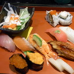 にぎり長次郎 - 料理写真:お昼の寿司御膳 彩 ¥1480♪ お寿司10貫☆ べったら漬け?2切れが甘くて美味しかったw