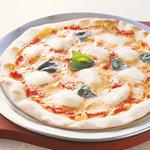 サン・バレイ - ジューシーなトマトソースとサクッと焼き上がった生地が絶品!「ピッツァマルゲリータ」