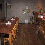 笑喜喜 - テーブル席 4人掛け3席、カウンター4席