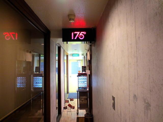 175°DENO担担麺 本店 - 細い廊下の奥です