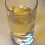 18851577 - 食前酒と思いきや、鰹の一番出汁だそうです。意外性もありますが単純に美味かったですw