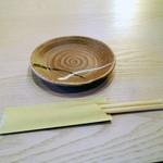 海鮮 まんまてい - 小皿と箸