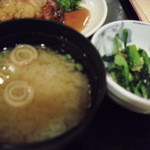 やきとり 釜飯 はん - 味噌汁と、小鉢