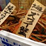 イタリアン酒場「ナチュラ」 - 本日獲れたての魚が入り口付近に可視化されている。