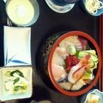 磯料理 海山 - ランチメニューの海山丼だっけ?
