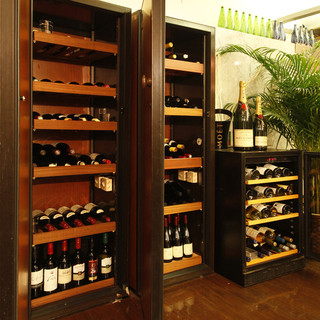 グラスワイン~ボトルワインまで 厳選ワインを豊富にご用意しております。