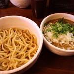 白ひげ - カレつけ850円+メンマ100円+タマネギ50円(2013.5月)