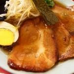 中華 ひるね - チャーシューメン 焼ぶたアップ