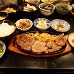 ステーキ割烹あだち - 牛ヘレステーキランチ ダブル & 食べ放題のお漬物たち