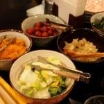 ステーキ割烹あだち - 食べ放題のお漬物②