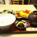 清林 - 出し巻き定食 左上の若布と筍の炊いたやつが絶品