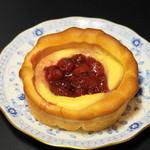 とらやベーカリー - 2013.1 いちごクリームパン(240円)