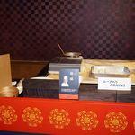 中国料理 大観苑 - 料理長「徐威』はこちらで作っています。