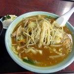華福 - 縮れ麺なので汁はねに注意