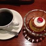 tri cafe - カスタードプリンとブレンドコーヒーのセット 650円