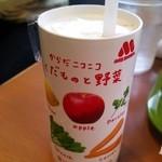 モスバーガー - 「くだものと野菜」ジュース90円。