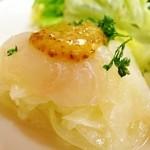 ビストロ アンプル - 前菜のヒラメカルパッチョ