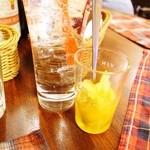 ビストロ アンプル - 自家製レモンスカッシュ
