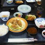 Hachikou - 唐揚げ定食です。盛りだくさん!