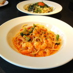 馬車道 - 料理写真:海老とブロッコリーのトマトクリーム
