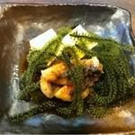 しまんちゅう - 料理写真:バルメニューの豆腐、鶏唐、海ぶどう
