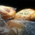 今泉ベーカリー - 料理写真:お好み焼きパン、うす塩パン、クリームパン