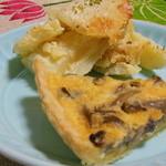 シェミツコ - 料理写真:キノコのキッシュ・ジャガイモのグラタン どれも今日は320円