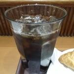 アール ベッカーズ - 【パストラミビーフと野菜の彩りサラダ】ドリンクはアイスコーヒーをお願いしました。
