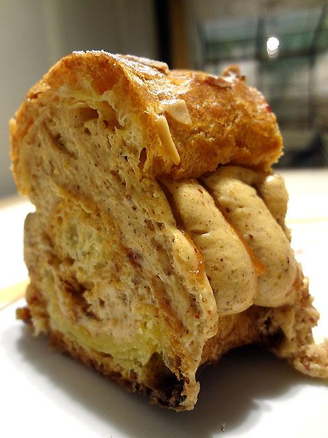 ル サロン ジャック・ボリー - パリブレスト 香ばしいプラリネのクリーム