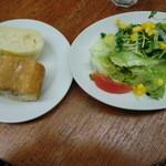 ジ アース カフェ - パスタランチサラダとパン