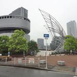 18887380 - 国立国際美術館(右) 美術館そのものは、すべて地下。 左は、大阪市立科学館。