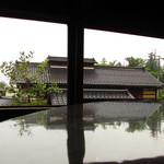 蔵元ごはん&カフェ 酒蔵 櫂 - 窓からの景色